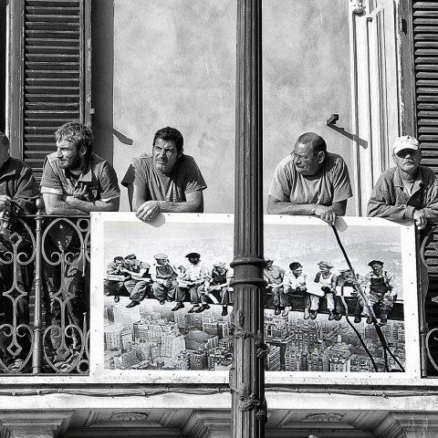 Lunch atop a balcon
